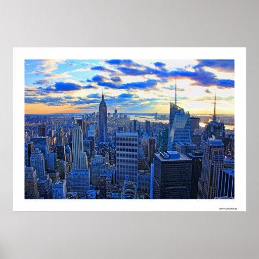 El horizonte de la última hora de la tarde NYC Póster