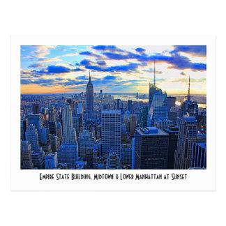 El horizonte de la última hora de la tarde NYC Tarjetas Postales