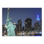 El horizonte de New York City en la noche se Invitación 12,7 X 17,8 Cm