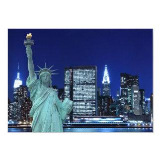 """El horizonte de New York City en la noche se Invitación 5"""" X 7"""""""