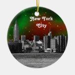 El horizonte de NYC grabó al agua fuerte Navidad Adorno Redondo De Cerámica