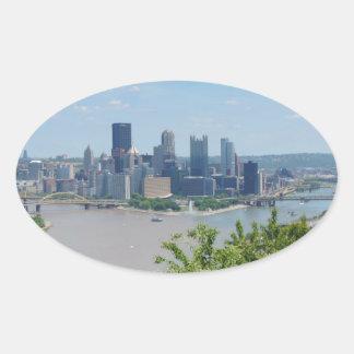 El horizonte de Pittsburgh del West End pasa por Calcomanía De Óval