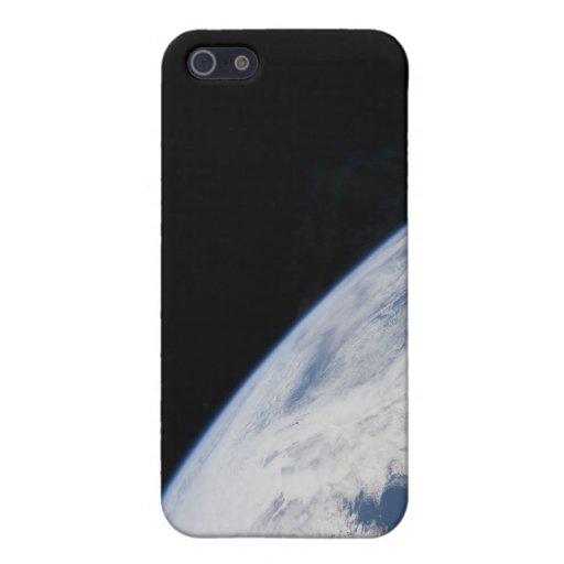 El horizonte y la negrura de la tierra del espacio iPhone 5 carcasas