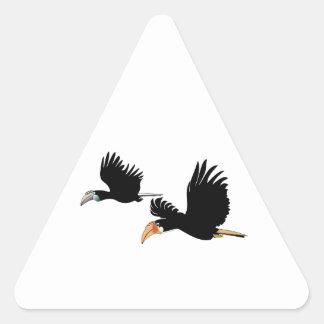 El hornbill de Blyth - el símbolo del amor Pegatina Triangular