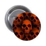 El horror de Halloween fanged los cráneos en negro Pin