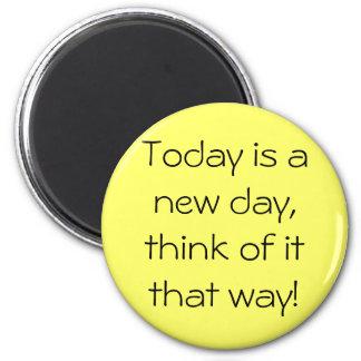 ¡El hoy es un nuevo día, piensa en él esa manera! Imán Redondo 5 Cm