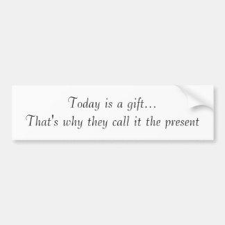 El hoy es un regalo… que es porqué lo llaman el p… pegatina para auto