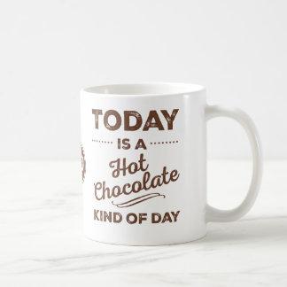 El hoy es una clase del chocolate caliente de taza básica blanca