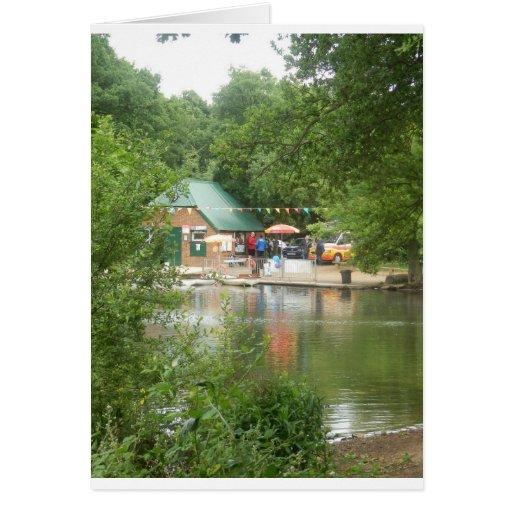 El hueco acumula el boathouse tarjeta pequeña