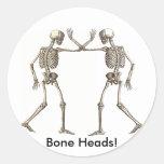 El hueso dirige al pegatina de los esqueletos