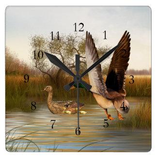El humedal Ducks en vuelo cuadrado Reloj Cuadrado