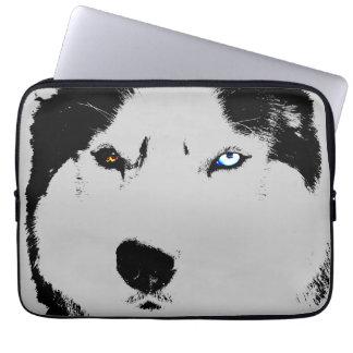 El husky siberiano fornido de la caja del mangas computadora