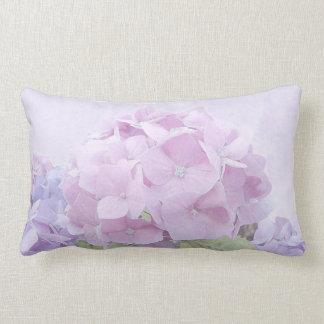 El Hydrangea en colores pastel florece la almohada