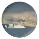 El iceberg de hielo en el comienzo del Drake pasa  Platos