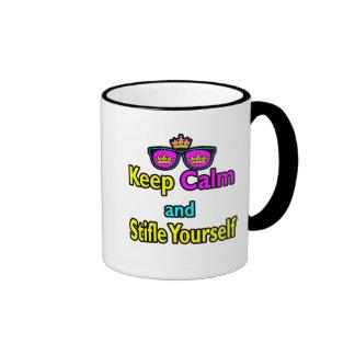El inconformista de la parodia guarda calma y se s taza de café
