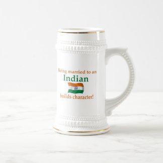 El indio construye el carácter jarra de cerveza