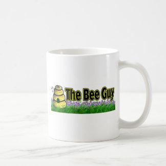 el individuo de la abeja taza básica blanca