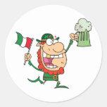El individuo de St Patrick Etiquetas Redondas