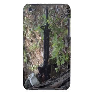 El infante de marina utiliza un árbol para la barely there iPod fundas