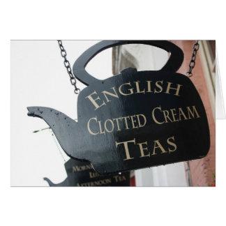 El inglés coaguló la muestra poner crema del té tarjeton