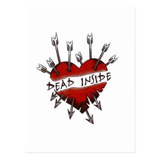 El interior de los muertos perforó el corazón postal