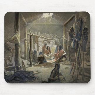 El interior de una choza de un jefe de Mandan, pla Alfombrilla De Ratones