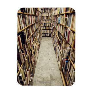 El interior de una librería de segunda mano Suecia Imán De Vinilo