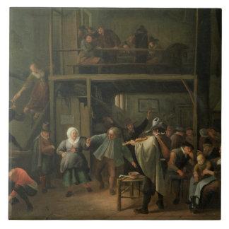 El interior de una taberna con un par que baila a azulejos ceramicos