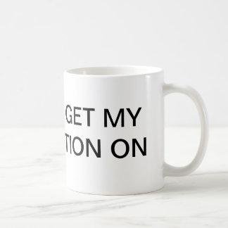 El ir a conseguir mi acción de la taza en la taza