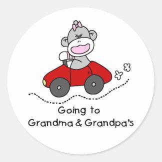 El ir a la abuela y a los abuelos pegatina redonda
