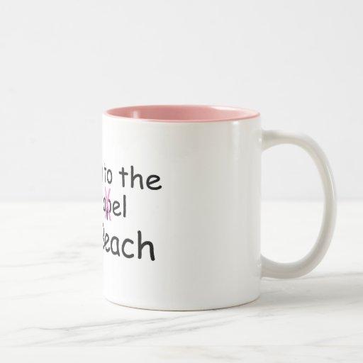 El ir a la playa (traje de baño) taza