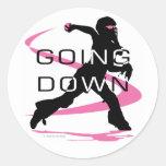 El ir abajo de softball rosado del colector pegatinas redondas
