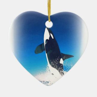 El ir para la orca de la infracción adorno navideño de cerámica en forma de corazón