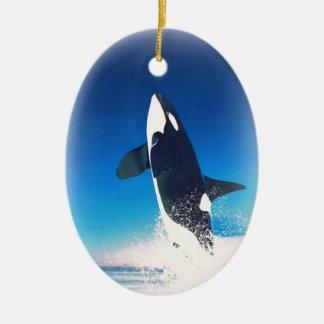 El ir para la orca de la infracción adorno navideño ovalado de cerámica