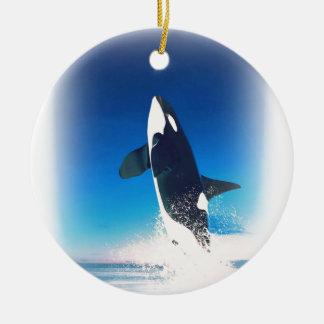 El ir para la orca de la infracción adorno navideño redondo de cerámica