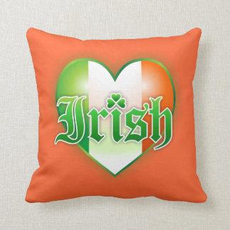 El irlandés colorea el corazón almohada