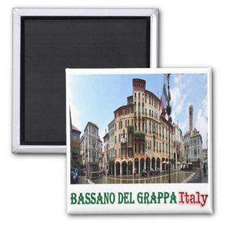 ÉL - Italia - Bassano del Grappa - plaza Libertà Imán Cuadrado