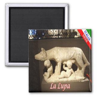 Él-Italia-Siena-La Lupa con los hijos de Senio y Imán Cuadrado
