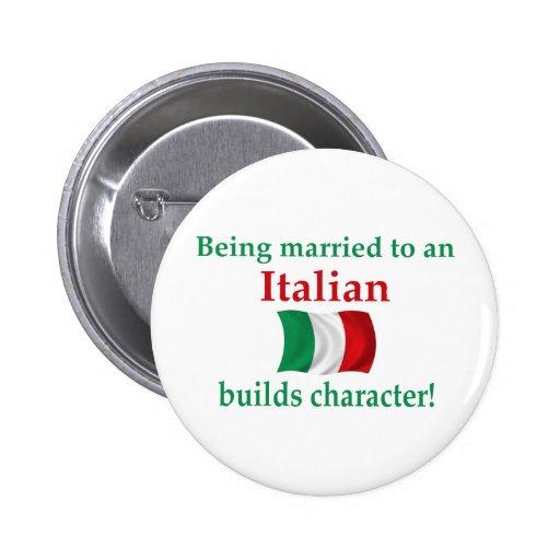 El italiano construye el carácter pins