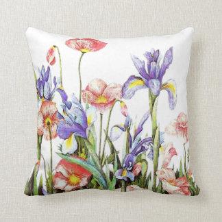 El jardín botánico florece las amapolas y el iris cojín