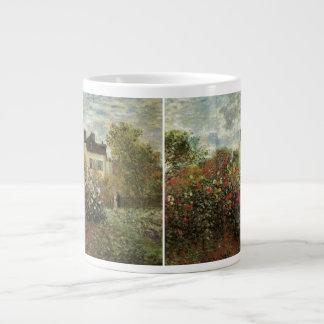 El jardín de Monet en Argenteuil de Claude Monet Taza De Café Grande