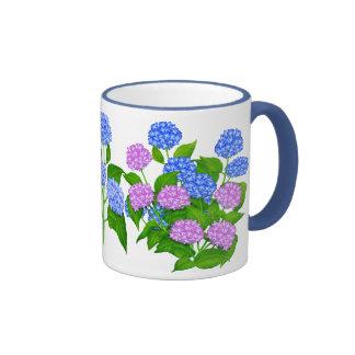 El jardín del Hydrangea florece la taza