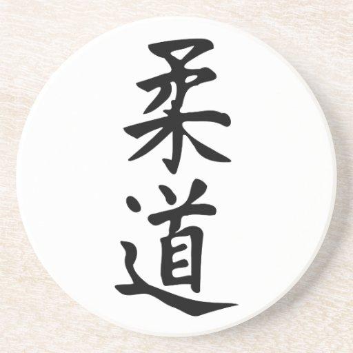 El judo de la palabra en letras japonesas del kanj posavasos para bebidas
