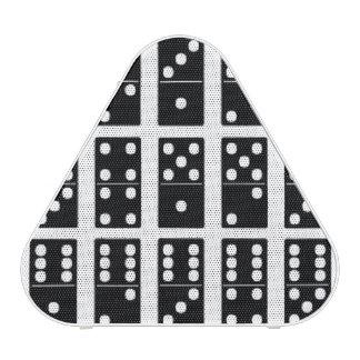 El juego del dominó junta las piezas de los altavoz bluetooth