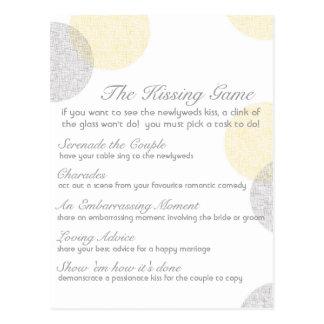El juego que se besa del boda tarjetas postales