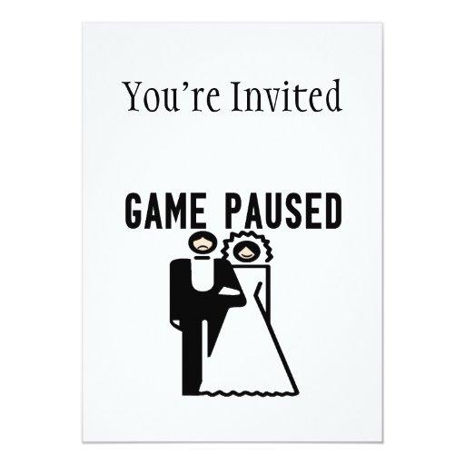 """El juego se detuvo brevemente novia y novio invitación 5"""" x 7"""""""