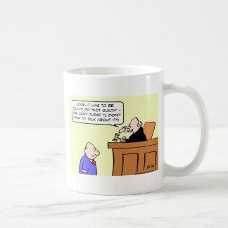 el juez aboga por culpable no quiere habla de él taza de café