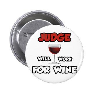 El juez… trabajará para el vino pin redondo de 2 pulgadas