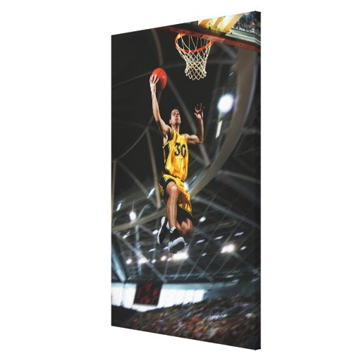 El jugador de básquet que salta en aire lona envuelta para galerias