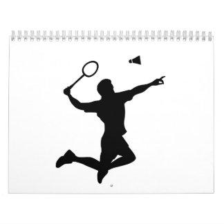 El jugador del bádminton salta calendarios